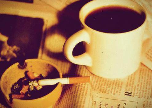 Fumar inmediatamente después de despertarse incrementa el riesgo de cáncer