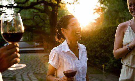 Un vaso de vino al día puede reducir el riesgo a tener una depresión